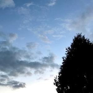 Där uppe ovanför molnen är allt som det alltid är.